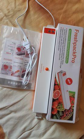 Вакууматор, вакуумний пакувальник + рулон пакетів для пакування