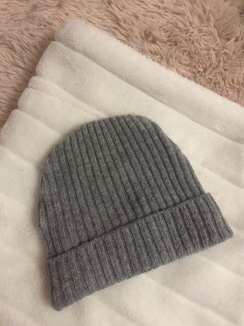 Короткая серая шапка H&M