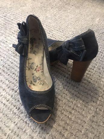 Sapatos Samelli abertos a frente