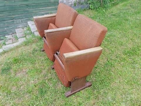 Stary fotel kinowy podwójny