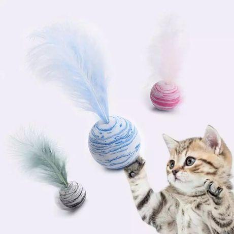 Zabawka dla kota. Piłeczka z piórkiem.