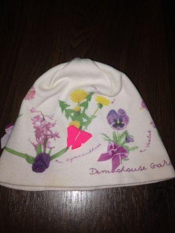 Яркая, стильная шапочка для девочки