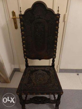 Vendo cadeiras em cabedal trabalhado muito antigas