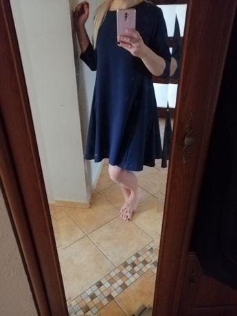 Granatowa sukienka trapez