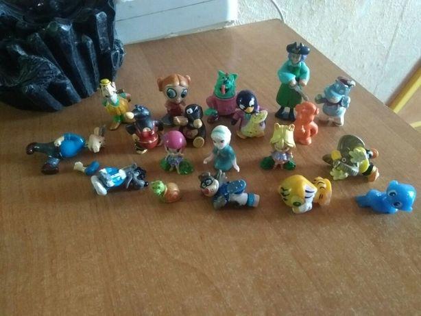 отдам много мелких игрушок пакет