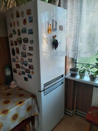 Холодильник двокамерний,крапельний Whirlpool