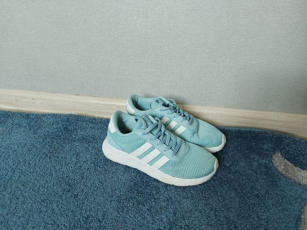 Продам дитячі кросівки Adidas 35р