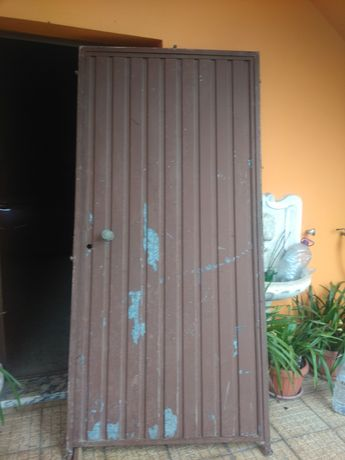 Porta de ferro nunca usada