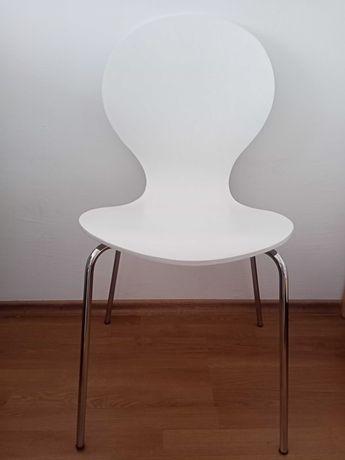Krzesła kuchenne,domowe (2 sztuki)