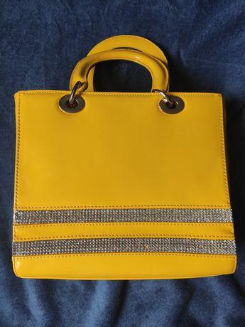 яскрава літня жовта сумочка