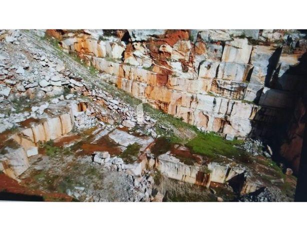 Terreno Rústico com Pedreira com 45000m2 em Borba - Licen...
