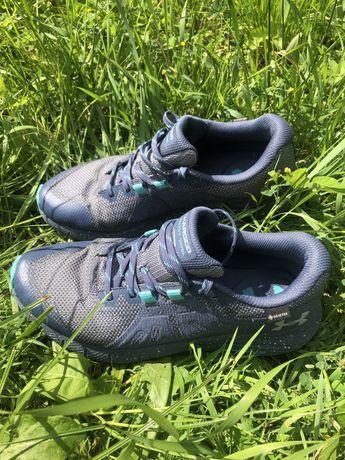 Трекінгове взуття Under Armour