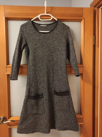 Krótka sukienka dzianinowa Orsay r. S z kieszeniami