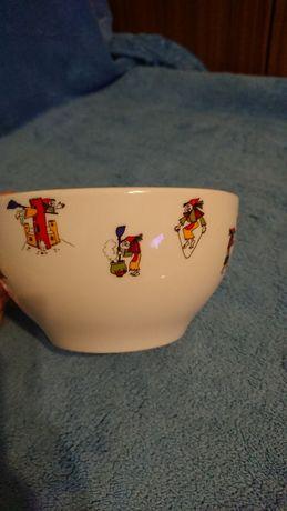 miseczka biała ceramiczna, z motywem czarownicy