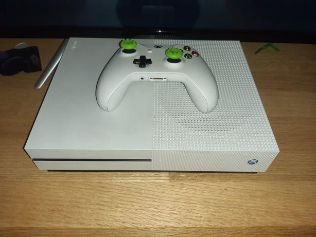 Xbox one s 1tb + gry