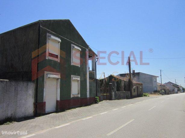 Moradia em Avelas de Caminho para restaurar