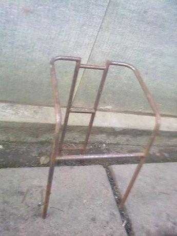 Продам металеві стільці