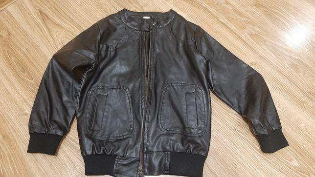 Продам курточку для мальчика из эко кожи