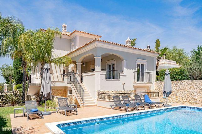 Moradia V4 com decoração moderna | 4 Bedroom Villa with modern décor