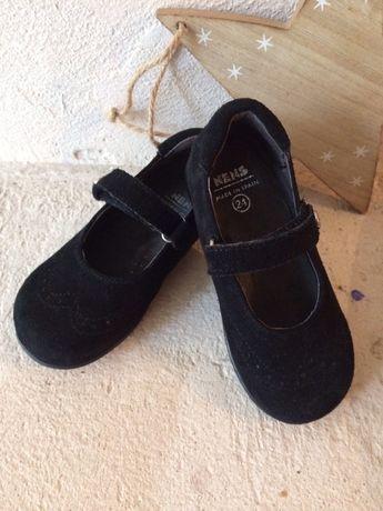 Продаю туфельки замшевые Nens