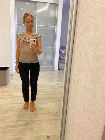 Продам классические школьные  брюки для девочки подростка.