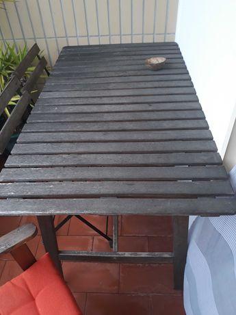 Mesa exterior de jardim ou varanda com respectivas 4 cadeiras.