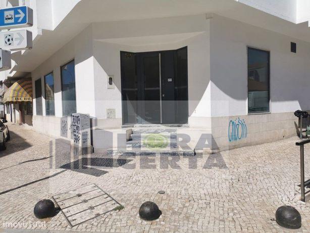 Loja + Garagem localizada no Centro do Pinhal Novo!!