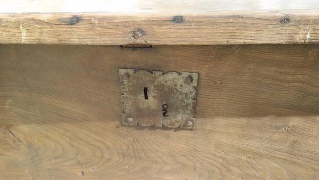Arca antiga em madeira usada para guardar cereais