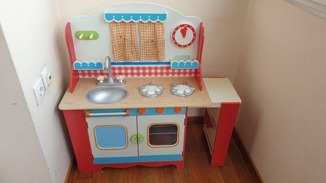 Детская деревянная кухня.