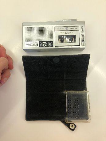 диктофон касетний General Electric на батарейках чи блоці живлення