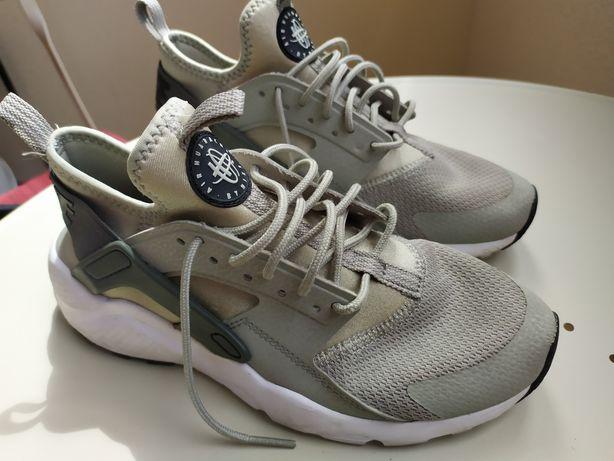 Продам детские кроссовки Nike