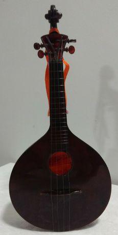Violoncelo decorativo com dispositivo musical