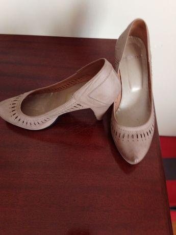 Vendo sapatos beje