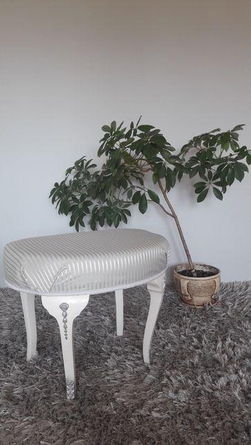 Taboret pufa podnóżek retro ludwik stylowy szary drewniany