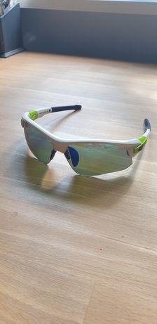 Sportowe przeciwsłoneczne okulary marki gogle