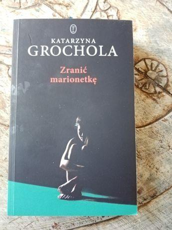 """Grochola """"Zranić marionetkę"""" kryminał zbrodnia książka roku"""