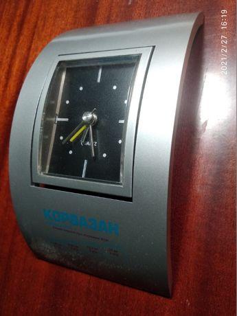 Часы-будильник настольные, кварцевые, неисправные