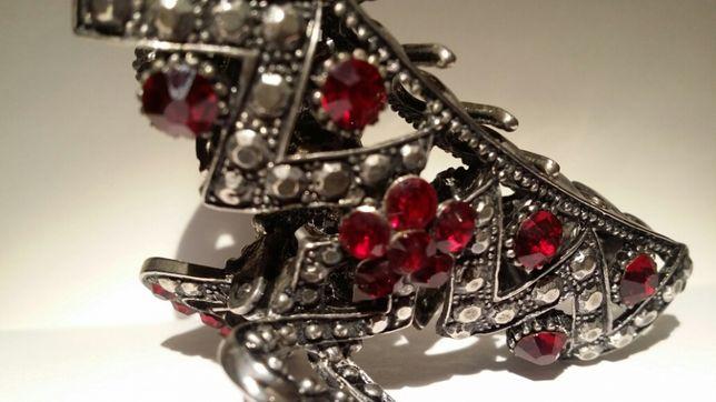 Metalowa klamerka do włosow z burgundowymi szkiełkami