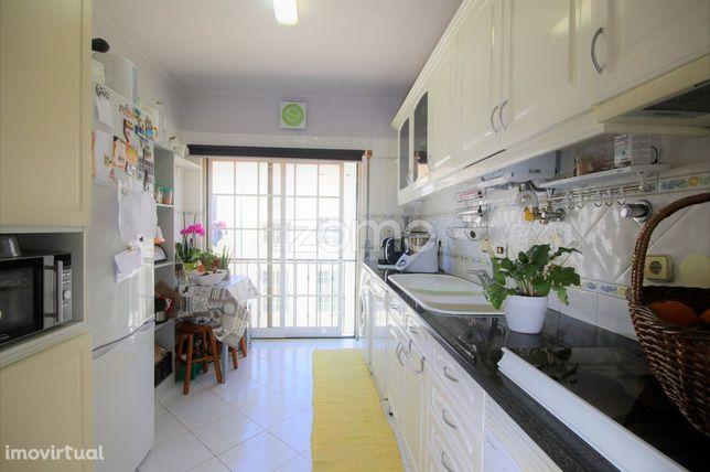 Apartamento T2 - 1º andar, Outeiro de Polima, S. Domingos Rana c/ b...