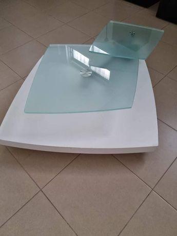 Mesa de sala em branco composta por 2 vidros