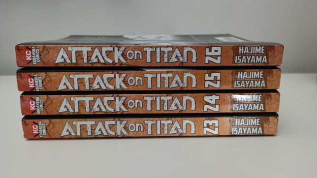 Vendo volumes 23-26 da manga Attack on Titan, em inglês