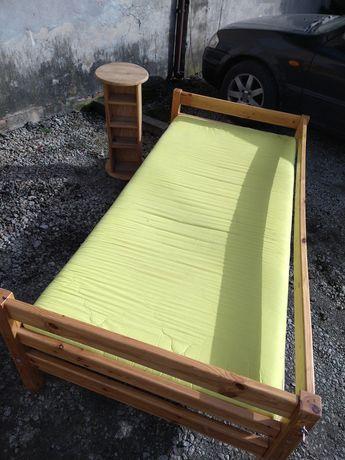 Łóżko pojedyncze sosnowe plus stolik