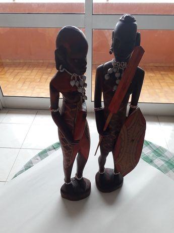 Estátuas em madeira