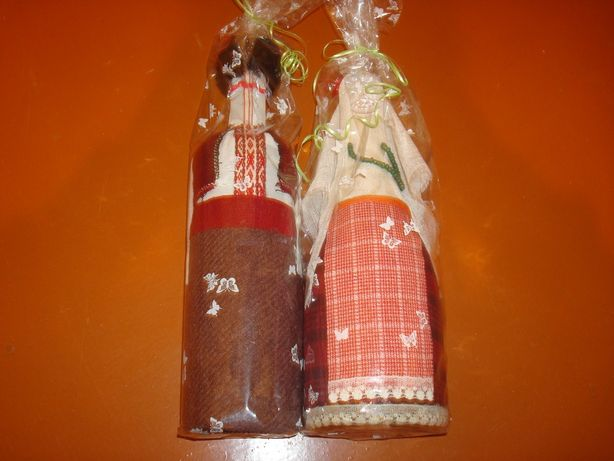 Сувенир бутылки в национальных костюмах