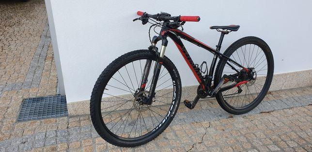 Bicicleta BTT Specialized