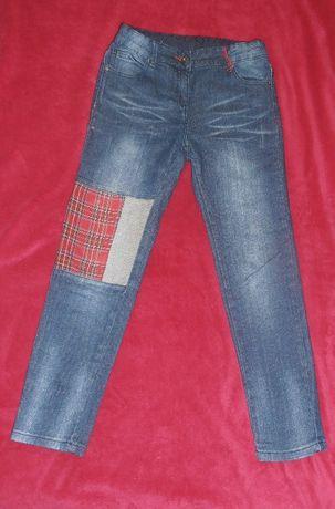 Jeansy dziewczęce, ozdobna naszywka, 134
