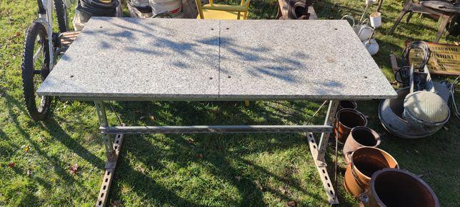 Kamienny stół ogrodowy marmur 142/71 wysokość 82 na metalowych nogach
