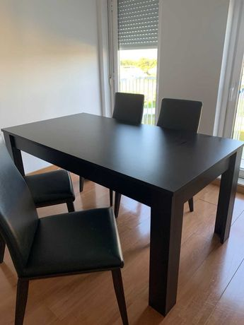 Mesa e cadeiras - Sala de jantar