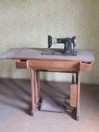 Stara maszyna do szycia Łucznik kl.82 1963r z drewnianym stolikiem