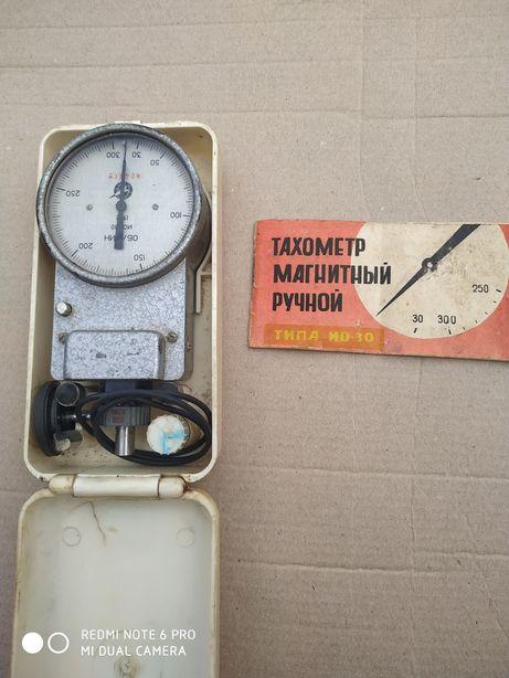 Пристрій для вимірювання обертів